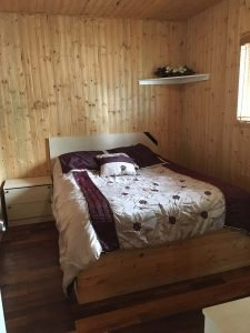 Chalet - Chambre - Lit queen - Domaine Lac Louise Camping