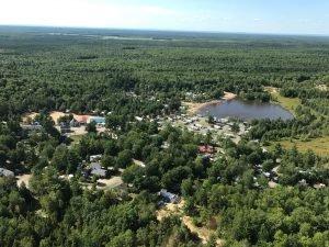 Vue d'hélicoptère - Domaine Lac Louise Camping