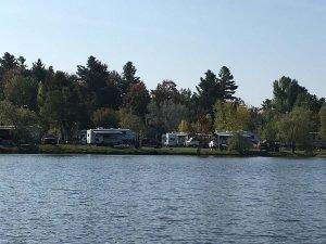 Parc motorisé - Domaine Lac Louise Camping